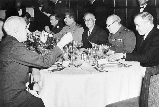 Иосиф Сталин, Франклин Рузвельт и Уинстон Черчилль (Ялта, 1945 год)