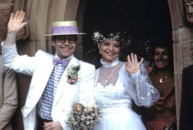 Элтон Джон во время церемонии бракосочетания с  Ренатой Блауэл