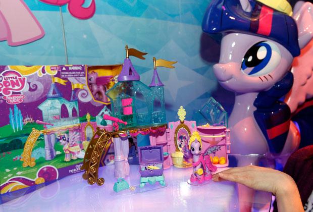 «Мой маленький пони» — герой одноименного мультсериала (оригинальное название — My Little Pony)