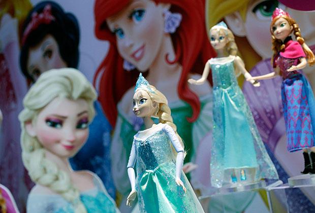 Кукла Эльза — воплощение героини диснеевского мультика «Холодное сердце», одна из самых популярных игрушек 2014 и 2013 годов.