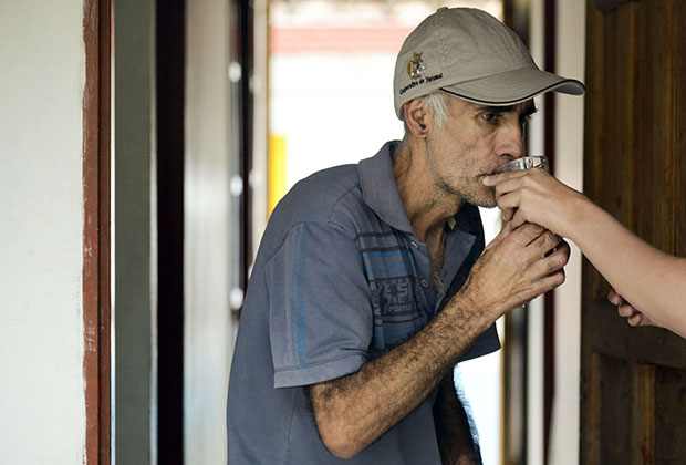 Местный житель, страдающий от болезни Альцгеймера