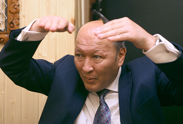 Мирзакарим Норбеков во время проведения занятий в институте Самовосстановления Человека