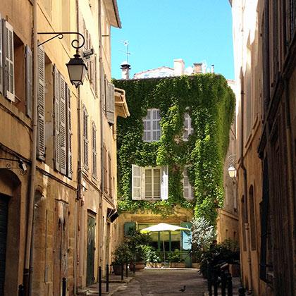 Одна из старинных улиц Экс-ан-Прованса