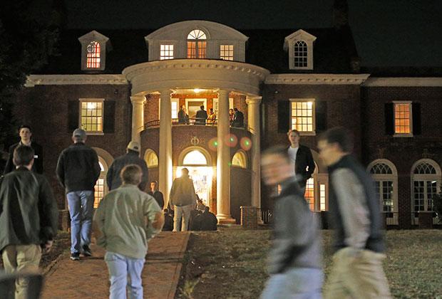 Вечеринка в студенческом общежитии Университета Вирджинии, снискавшего дурную славу после статьи в Rolling Stone