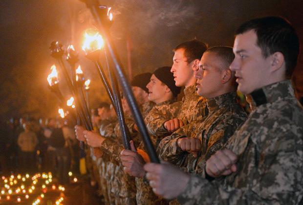 Бойцы батальона «Азов» празднуют основание Украинской повстанческой армии (УПА)