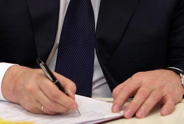 Виктор Янукович подписывает договор, 21 февраля 2014 года