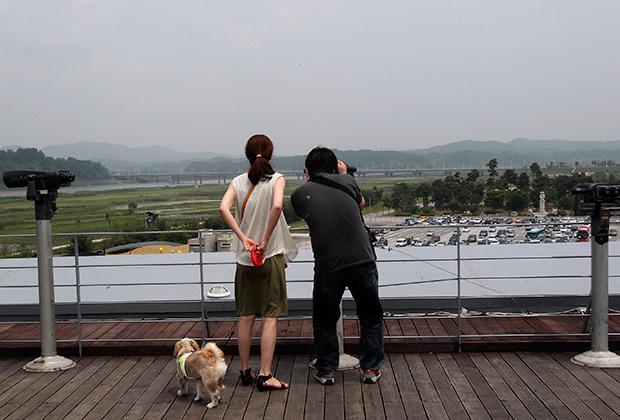 Китайские туристы в демилитаризованной зоне