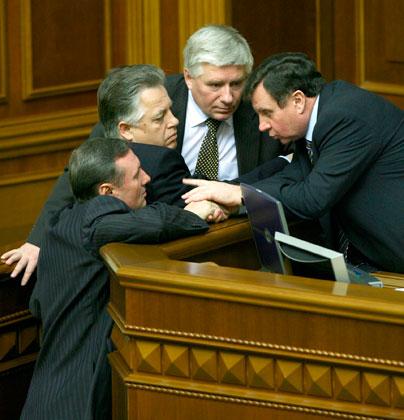 Михаил Чечетов (третий слева) на заседании Верховной Рады Украины