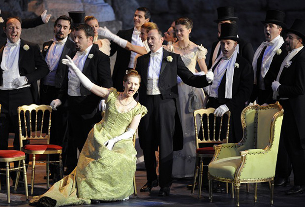 «Травиата» на оперном фестивале «Хорегии Оранжа» в Южной Франции в 2009 году