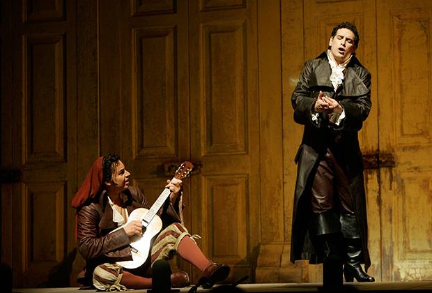 «Севильский цирюльник» в нью-йоркской Метропо́литен-опере в 2006 году