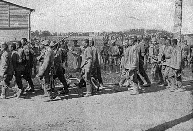 Русские солдаты, попавшие в плен после разгрома армии Самсонова в Мазурских болотах