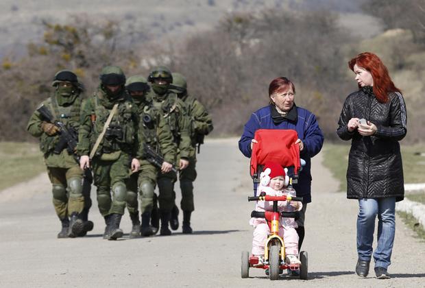 Под видом усиления охраны российских военных объектов в Крыму были переброшены спецподразделение ГРУ и силы морской пехоты
