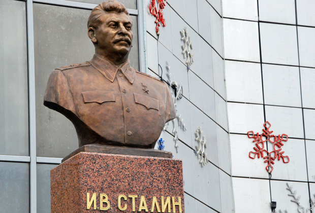 Памятник Иосифу Сталину в Якутске.