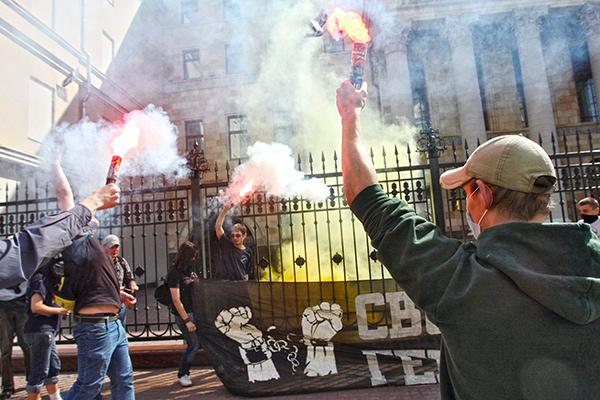Активисты национал-большевистской партии (НБП)