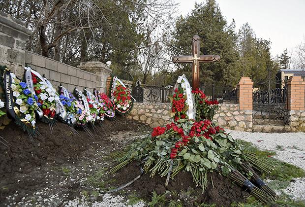 Предположительно могила сына президента Украины Виктора Януковича Виктора в Севастополе на одном из местных военных кладбищ