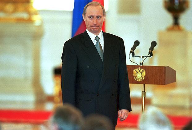 И.о. президента России Владимир Путин на церемонии вручения Государственных премий в области науки за 1999 год в Большом Кремлевском дворце