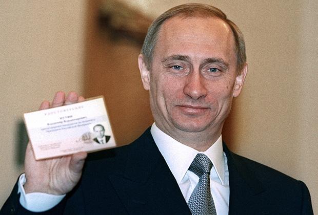 Исполняющий обязанности президента России Владимир Путин на церемонии регистрации в кандидаты в президенты России