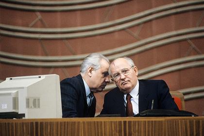 Анатолий Лукьянов и Михаил Горбачев (слева направо)