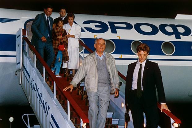 Возвращение Михаила Горбачева из Фороса в Москву
