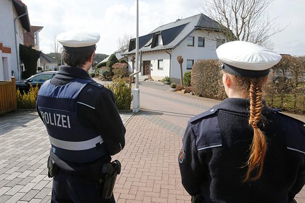 Полиция охраняет дом Любица в городке Монтабаур