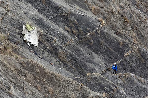 Во французских Альпах ведутся поиски тел погибших