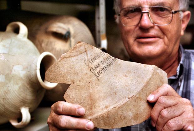 Израиль. Винный сосуд из Италии двухтысячелетней давности, найденный в пустыне в районе древней крепости Масада, относится ко времени рождения Иисуса Христа