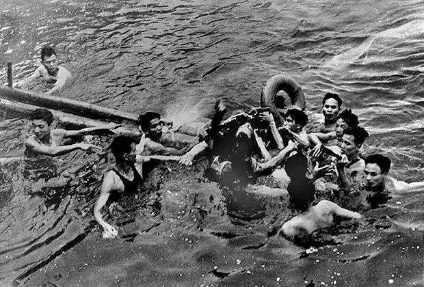 26 октября 1967-го был сбит самолет, за штурвалом которого находился майор ВМФ США Джон Маккейн