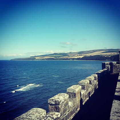 Вид со стен Calzean Castle на Северное море