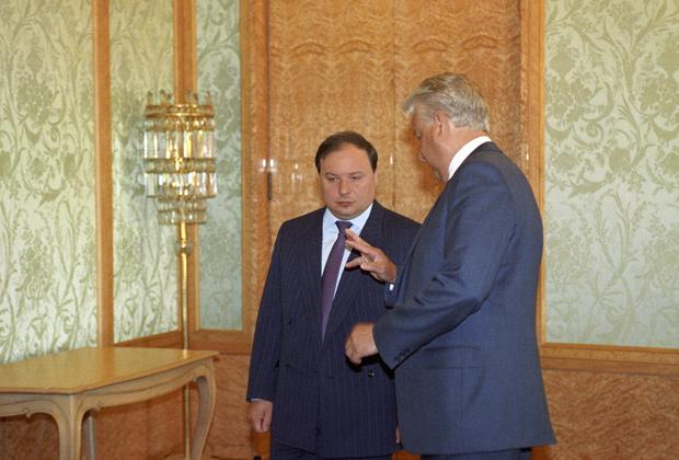Борис Ельцин и вице-премьер Егор Гайдар