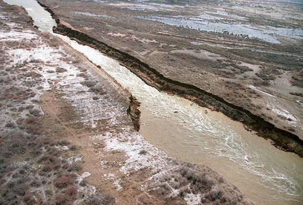 Река Сырдарья в Казахстане, 1996 год