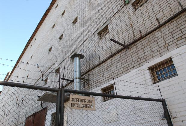 Известный киллер Солоник доказал, что стены следственного изолятора не представляют собой непреодолимое препятствие при наличии альпинистского снаряжения и продажных тюремщиков