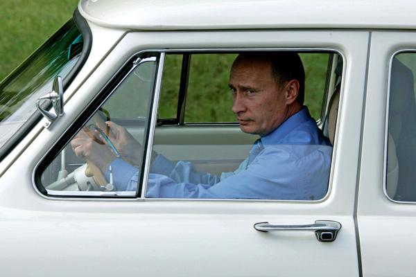 Владимир Путин за рулем ГАЗ-21 «Волга» 1956 года выпуска