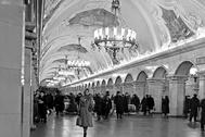 Подземный вестибюль станции Московского метрополитена «Комсомольская» (кольцевая линия)