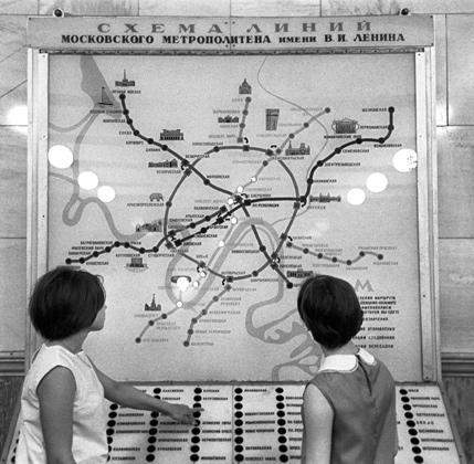 Станция метро «Кировская», 1968 год. На снимке: схема линий Московского метрополитена