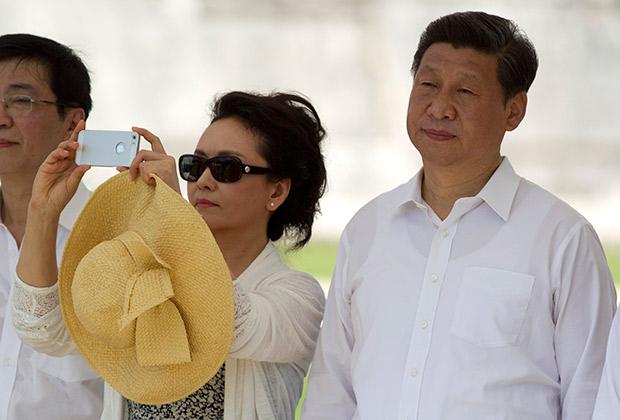 Председатель КНР Си Цзиньпин и его жена Пэн Лиюань. 6 июня 2013года