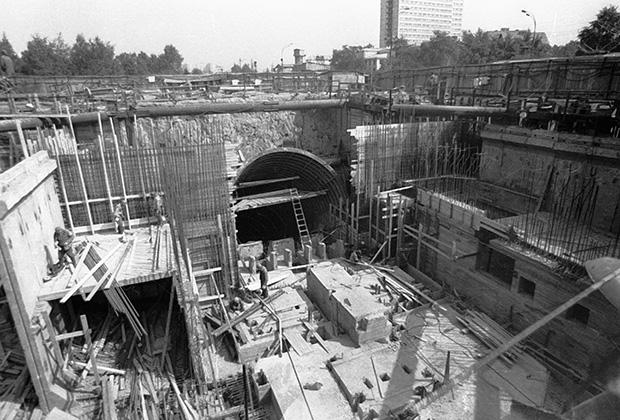 Строительство станции метрополитена открытым способом, 1979 год