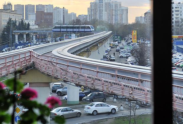 Вид на московскую монорельсовую дорогу