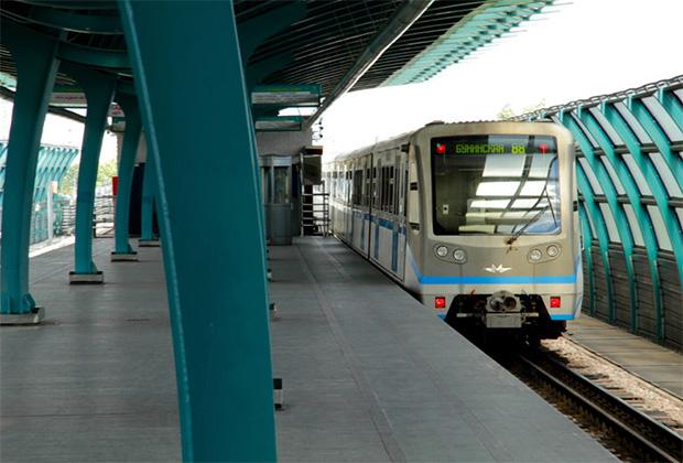 Станция легкого метро «Бунинская алеея»