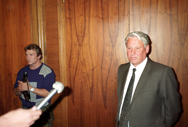 Президент России Борис Ельцин в ночь с 20 на 21 августа 1991 года в Белом доме