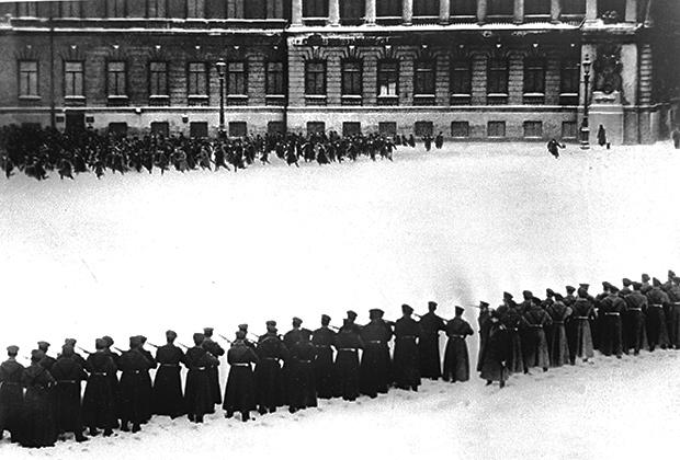 Расстрел царскими войсками мирного шествия петербургских рабочих 9 января 1905 года— Кровавое воскресенье
