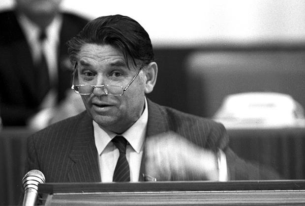 Александр Сухарев, министр юстиции СССР в 1984-1988 годах, в 1988-1990 годах генпрокурор СССР