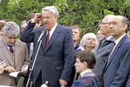 На трибуне народные депутаты СССР (слева направо): Гавриил Попов, Борис Ельцин, Илья Заславский, Андрей Сахаров, Тельман Гдлян