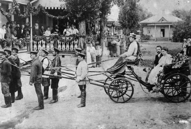 Транспорт русского помещика: люди запряжены вместо лошади