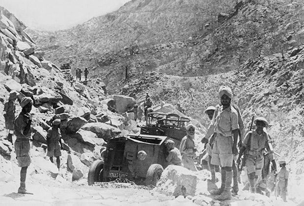 Индийские солдаты в составе английских войск в Эритрее, апрель 1941 года