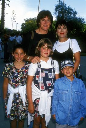 Брюс и Крис Дженнеры, Хлоя и Роберт Кардашьян, их подруга Фрэнсис, 1994год