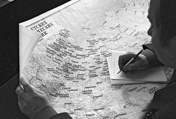 Географическая карта СССР, на которой обозначено местонахождение сталинских лагерей, составлена бывшими заключенными