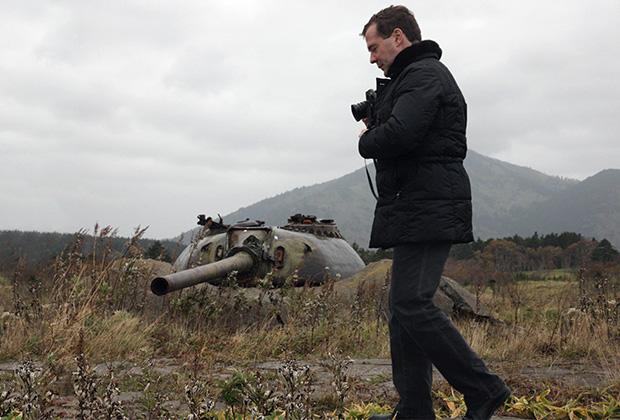 Дмитрий Медведев посетил остров в Большой Курильской гряде