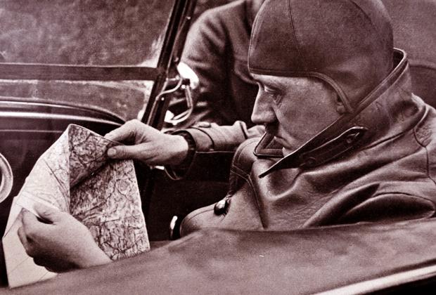 Гитлер планирует маршрут, начало 1930-х