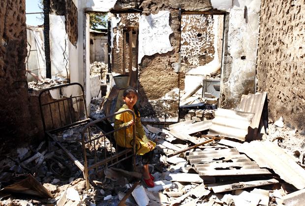 Разрушенные дома в городе Ош (Киргизия), 18 июня 2010 года