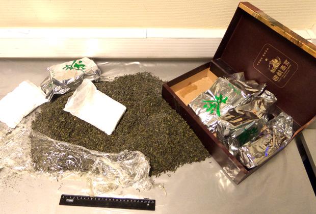 Сотрудники Внуковской таможни остановили гражданку Китая, которая пыталась ввезти в Россию более 4килограммов наркотических средств, сокрытых в пакетах с чаем